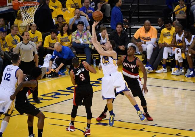 Thompson anota 37 puntos; Warriors vencen a Portland