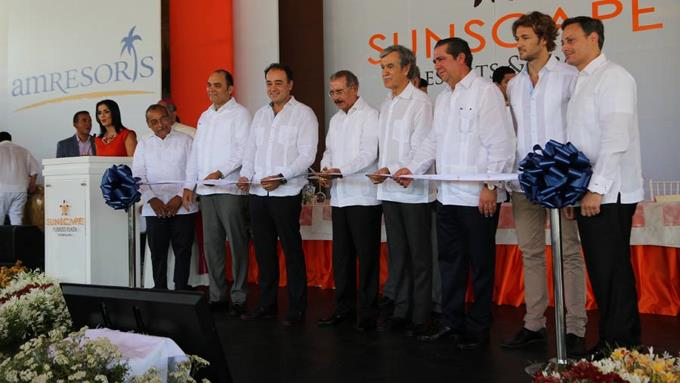 Presidente encabeza inauguración de hotel