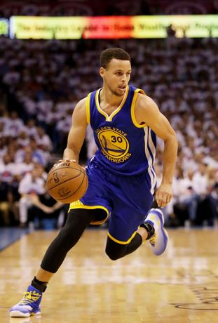 Stephen Curry y LeBron James lideran el primer quinteto ideal
