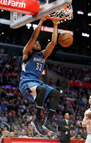 Towns anota 37 puntos y lidera a Timberwolves ante unos diezmados Clippers