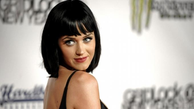 "Katy Perry dice que ""rogaba no sentirse gay"" de adolescente"