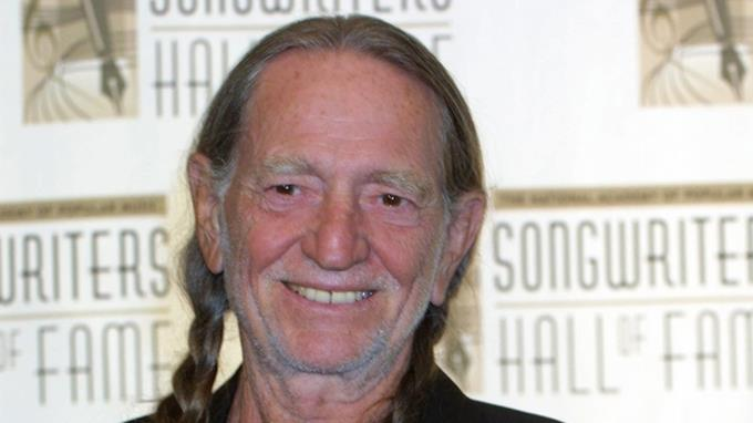 Willie Nelson no corre peligro, dice publicista