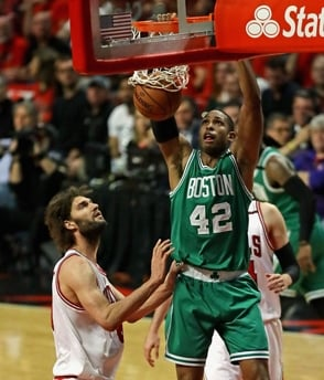 Horford anota 12 puntos, 11 rebotes y Boston triunfa