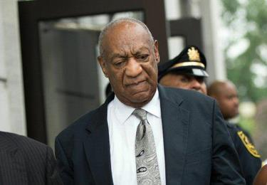 Bill Cosby se queda sin soplar las velas en su bar favorito de Washington