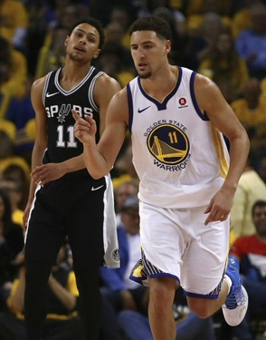 Warriors y Raptors salen adelante en playoffs