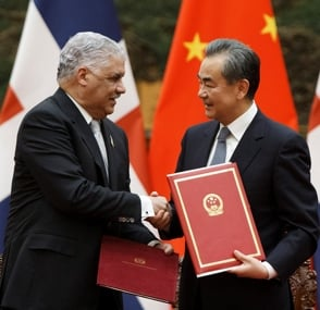 China y Dominicana firman 18 convenios