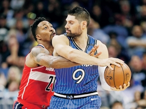 Nikola Vucevic sobresale en la victoria de Magic