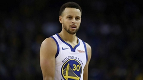Curry anota 42 ante Cavaliers