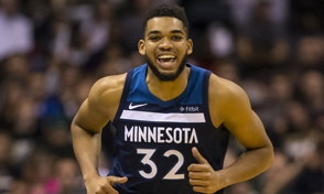 Karl-Anthony Towns anota 33 puntos y 23 rebotes