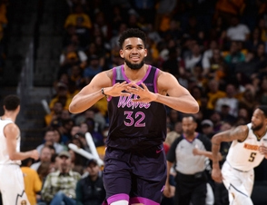 Karl Towns hace un doble-doble y Horford anota 11, Boston gana