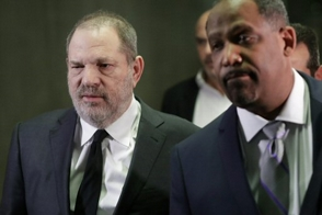 Grupos noticiosos luchan por audiencia abierta a Harvey Weinstein