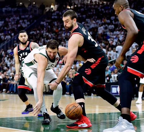 PLAYOFFS NBA Lopez y Giannis acaban con Torono