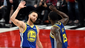 Curry y triple doble de Draymond Green pone a Warriors 3-0