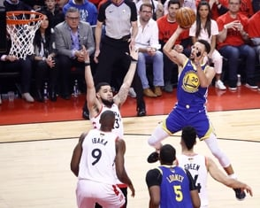 Curry y Thompson guían a los Warriors