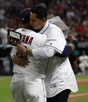 Estrellas se solidarizan con pitcher Carlos Carrasco