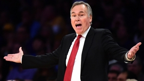 El entrenador Mike D'Antoni se despide de los Rockets de Houston