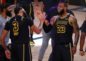 Con triple ganador de Davis, Lakers ponen 2-0 ante Nuggets en final del Oeste