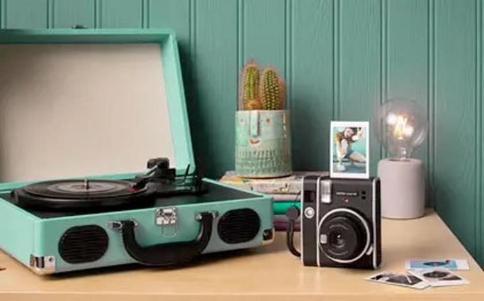 Analog photography resists: Fujifilm sells 200,000 instant cameras per year in Spain and launches new Instax
