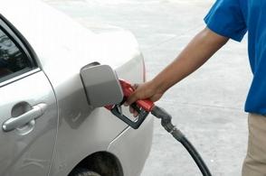 Congelan los precios de los combustibles