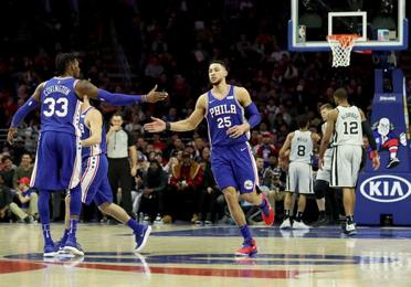 Simmons anota 26 y Sixers vencen a Spurs