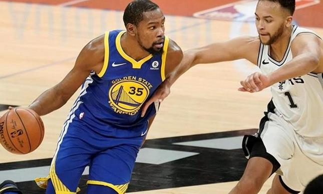 Durant acerca a Warriors a la barrida