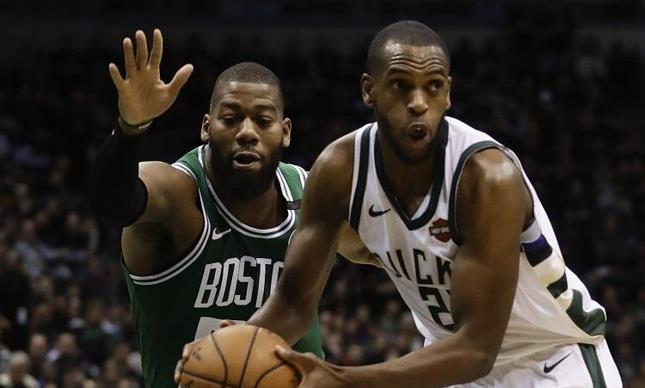 Middleton conduce a los Bucks ante Celtics