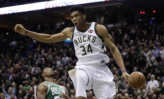 Giannis y Bucks provocan séptimo partido