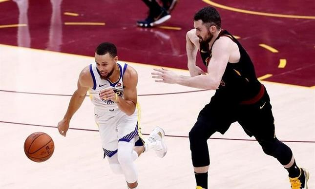 Los Warriors completan la barrida en la final