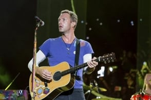 VIDEO: Chris Martin calmó a multitud tras falsa alarma de tiroteo en Nueva York