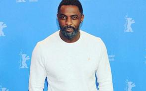 People nombra a Idris Elba el más sexy y él anima a estadounidenses a votar
