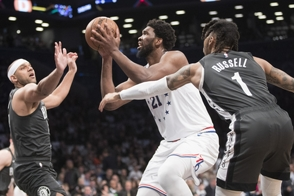 Joel Embiid anota 31 y toma 16 rebotes y Sixers ponen serie 3-1