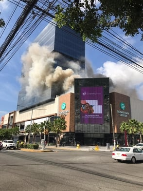 Se registra incendio en el centro comercial Downtown Center