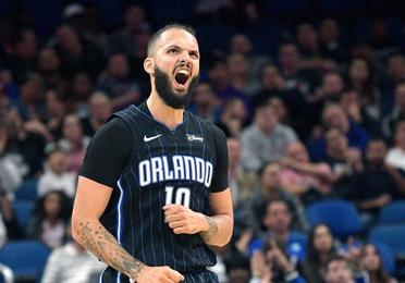 Fournier conduce al Magic sobre los Spurs