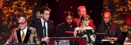 El Grammy se celebra entre señales de cambio y la sombra del escándalo