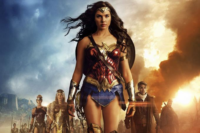 Warner baraja retrasar Wonder Woman 1984 a verano o estrenarla en streaming